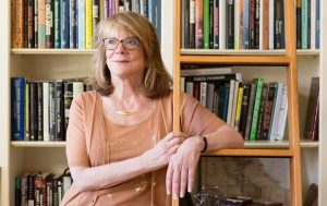 Elizabeth Loftus with bookshelves in the background.